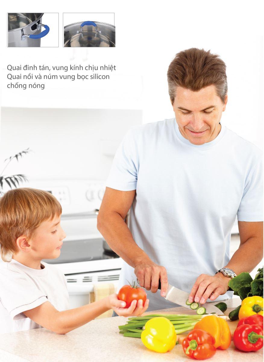 Nồi inox Smartcook với quai đinh tán chắc chắn, vung kính chịu nhiệt an toàn